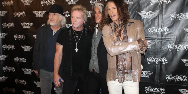 Mujica subastará la guitarra que le obsequió Aerosmith