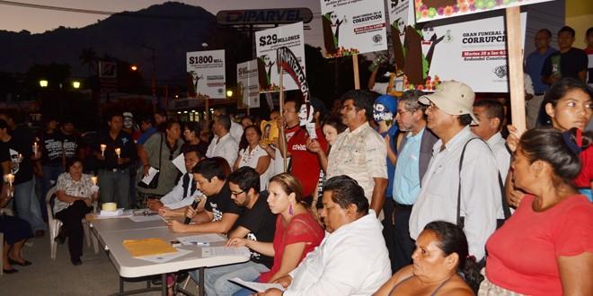 """""""Fiscal Denuncia o Renuncia"""", Sociedad Civil Protestan contra la corrupción de Francisco Flores"""