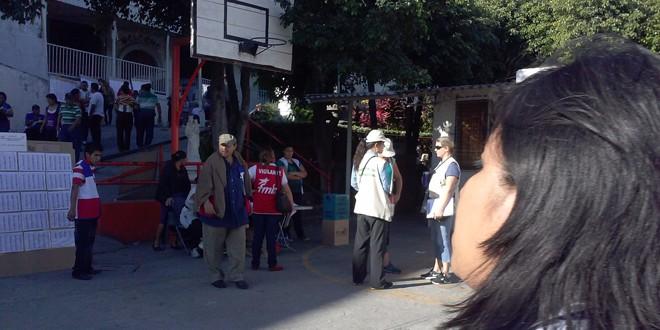 Centro de votación Exsal con pocos votantes