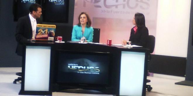 Vanda Pignato, Secretaria de Inclusión Social, participa en la entrevista de canal 12 conducido por Romeo Lemus. Foto Diario Co Latino