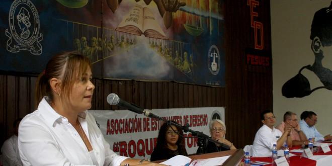 La embajadora de Cuba, al momento de pronunciar sus palabras en el V Congreso Internacional de Solidaridad por Cuba. Foto Diario Co Latino.