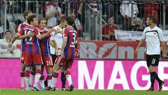 """""""Los jugadores del Bayern Múnich celebran uno de los goles conseguidos ante el Paderborn, durante el partido de la Bundesliga"""". Foto Diario Co Latino"""