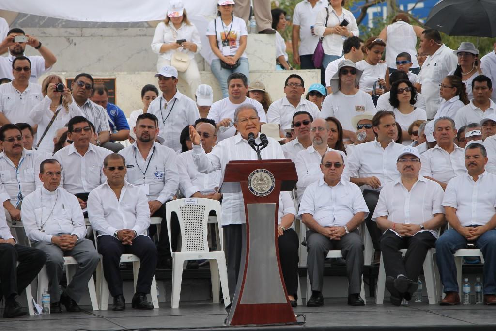 Presidente de la república Salvador Sánchez Cerén pronuncia su discurso acompañado por los miembros del Consejo Nacional de Seguridad Ciudadana y Convivencia. Foto Diario Co Latino/ Rodrigo Sura