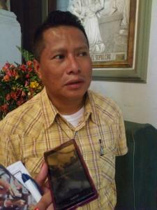 Padre Alfonso Guzmán, párroco de la Iglesia El Calvario.  Foto Diario Co Latino/ Jenny Vásquez