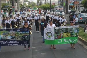 Representantes de distintos municipios participan del desfile inaugural de la feria de Pueblos Vivos, en el CIFCO. Foto Diario Co Latino / Ricardo Chicas Segura