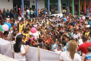 Niños y jóvenes disfrutaron del convivio, con motivo del 50 aniversario, que realizó BANCOVI. Foto Diario Co Latino