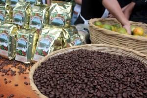 El MAG junto a NCBA CLUSA, USDA y productores de café firmaron convenios para apoyar al sector cafetalero del país. Foto Diario Co Latino/ Guillermo Martínez
