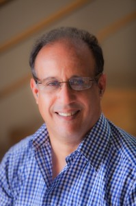 César Villalona. Economista.