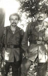 El Comandante Rogelio Martínez (Manuel Melgar) y el comandante Raúl Rodas en el frente de Usulután. Foto de archivo de Diario Co Latino