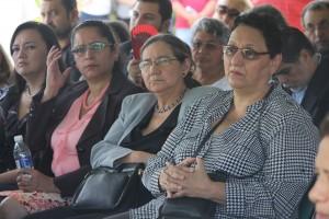 Lorena Peña, Norma Guevara y Zoila Quijada, diputadas y amigas de Nidia Díaz asisten a los funerales de Fermina de Valladares. Foto Diario Co Latino/ Rodrigo Sura.