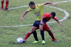 """La UES y Sonsonate dividieron honores en el Estadio Jorge """"Mágico"""" González. Foto Diario Co Latino/ Josué Parada."""