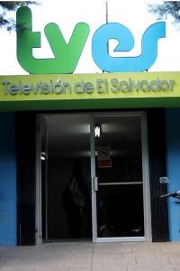 El edificio de la Televisión de El Salvador Canal Diez cuenta con modernas instalaciones desde donde transmiten. Foto Diario Co Latino / Josué Parada