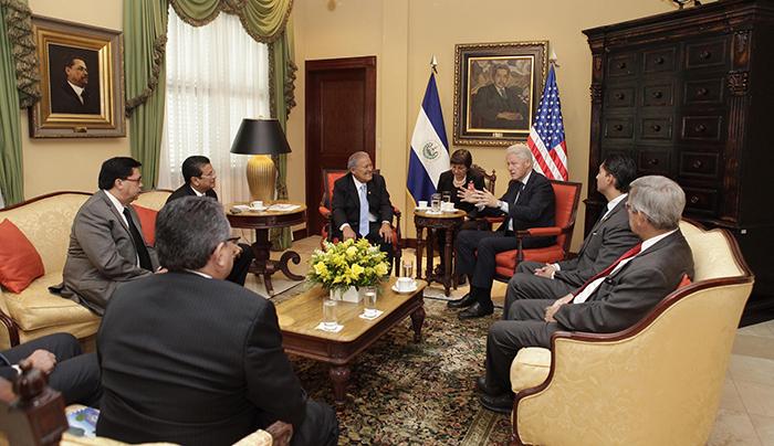 El expresidente de los Estados Unidos, Bill Clinton, se reunió con el Presidente de la República, Salvador Sánchez Cerén, en la residencia presidencial.  Foto Diario Co Latino.