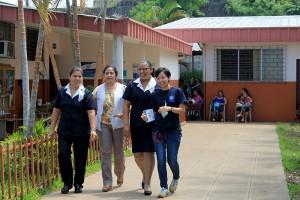 Patricia Hernández, supervisora; Carolina Herrera, Directora y Yuki Kuniyoshi, enfermera obstetra, prestan su servicio en la unidad de Salud de Ahuachapán. Foto Diario Co Latino / Jorge Rivera.