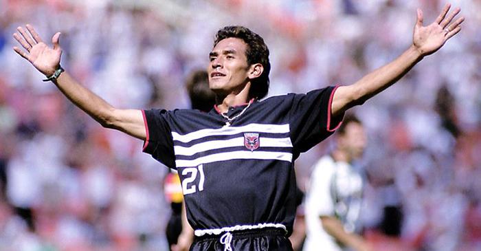 Raúl Díaz Arce ha sido uno de los salvadoreños con mejor rendimiento en la MLS. Acá una foto de cuando jugaba en el DC United con el cual ganó títulos. Foto Diario Co Latino/Cortesía