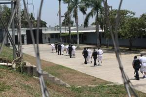 Primeros reos trasladados de otros centros penales al penal de máxima seguridad de Zacatecoluca, por ser consideras de alta peligrosidad. Foto Diario Co Latino/Juan Carlos Villafranco