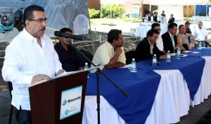 Nelson García, viceministro de Transporte, acompañado de autoridades de transporte. Foto Diario Co Latino/Juan Carlos Villafranco