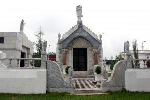 Mausoleo de la familia Guirola en el cementerio de Santa Tecla. Foto Diario Co Latino/ Guillermo Martínez