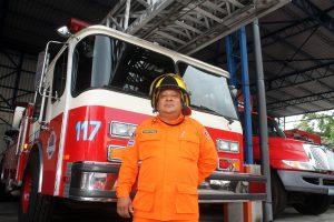 Ricardo Martínez Vásquez, inspector de Bomberos, participó en la búsqueda y recuperación de víctimas en los escombros del Edificio Rubén Darío. Fotografía Ricardo Chicas Segura.