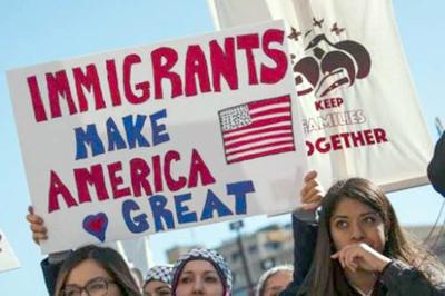 Planea restringir beneficios de tarjeta verde para inmigrantes