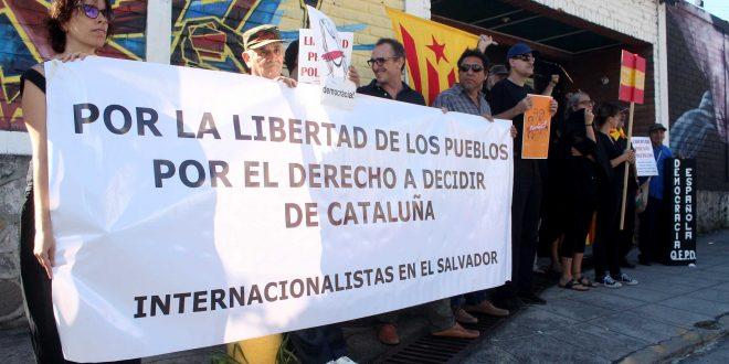 Catalanes en El Salvador piden respeto al derecho de decidir