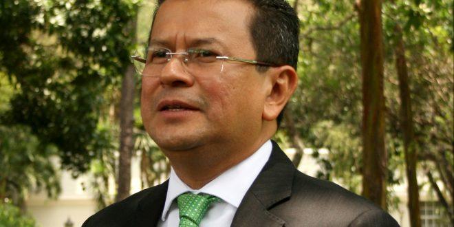 Hugo Martínez se inscribe hoy como precandidato presidencial