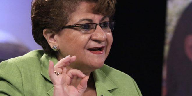 Ministra pide no bloquear préstamo