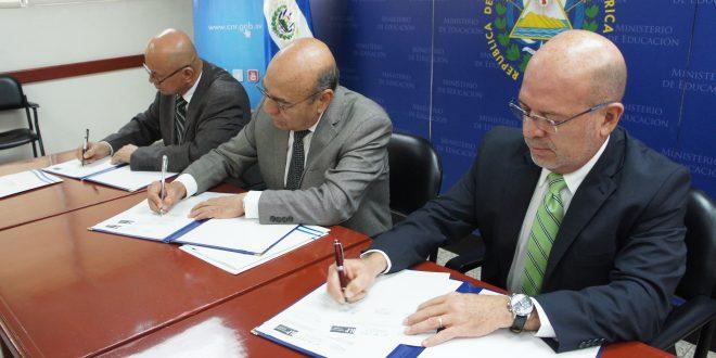 Firman carta para la legalización de inmuebles de centros educativos