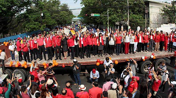 Organizaciones de trabajadores juramentan a diputados del FMLN