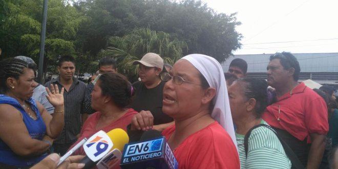 Alcalde tecleño confronta con  vendedores ambulantes
