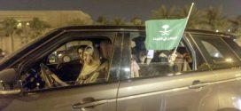 Las saudíes toman el volante orgullosas tras el fin de la prohibición de conducir