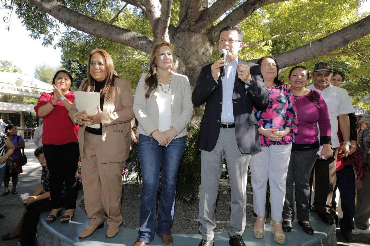 Hugo Martínez presenta anteproyecto de ley para legalizar lotes