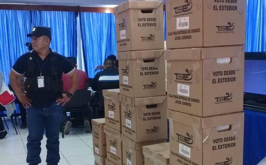 Inicia distribución de paquetes electorales en el exterior