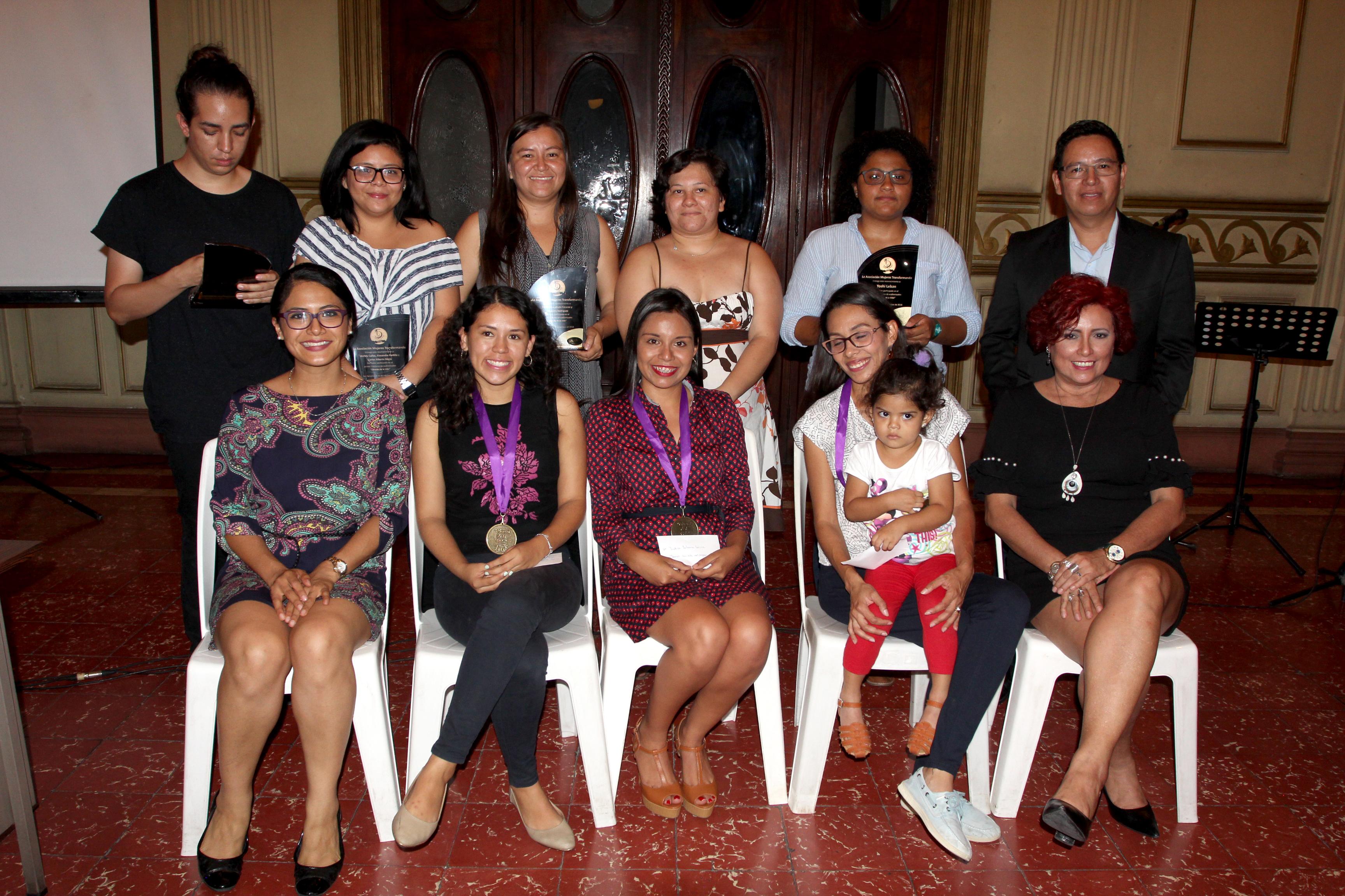 """Asociación de Mujeres Transformando premia a ganadores de """"Obreras de la Vida"""""""