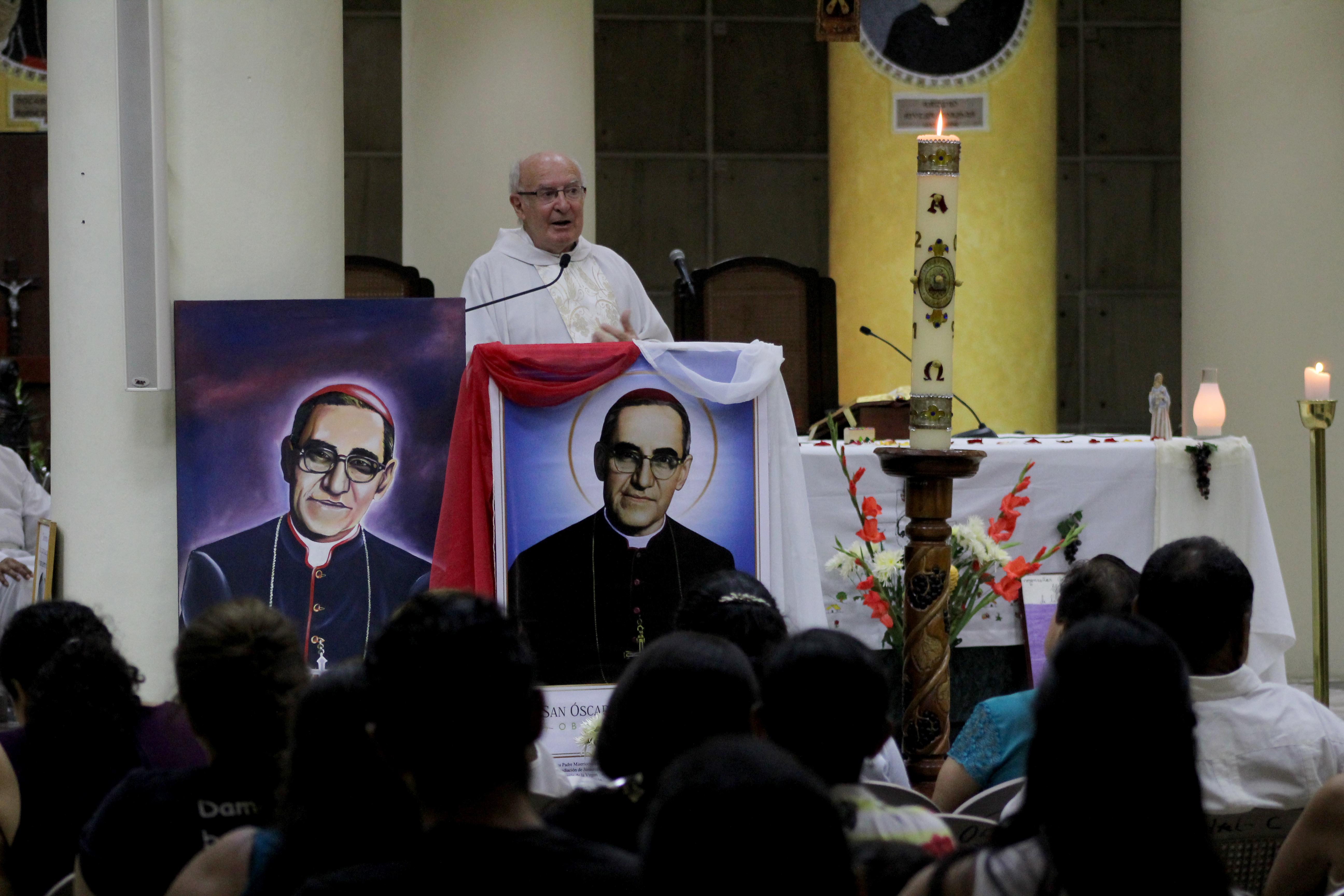 Monseñor Romero: mártir  por amor a los pobres