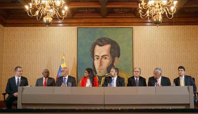 Gobierno venezolano y sectores de oposición acuerdan mesa de diálogo-Espanol
